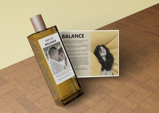 Botella de perfume en forma rectangular