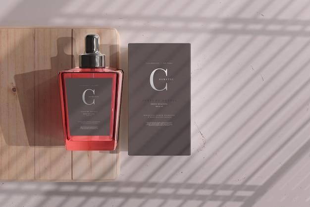 Botella de perfume con maqueta de caja