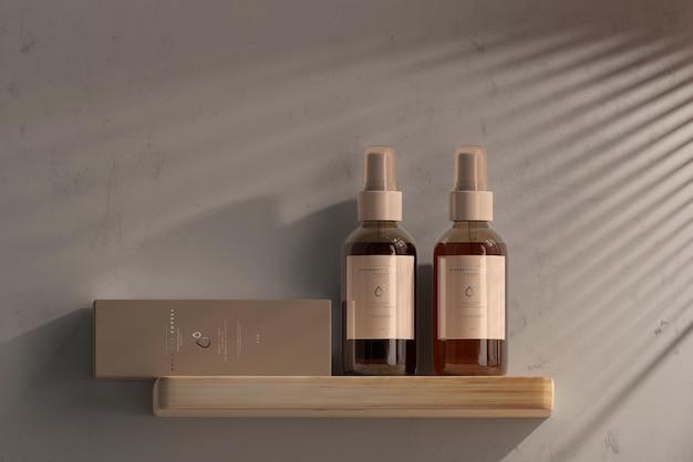 Botella de spray cosmético de vidrio ámbar con maqueta de caja