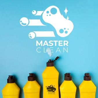 Botellas llenas de detergente master clean mock-up