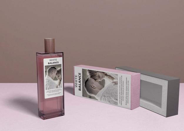 Bottiglia di profumo e scatola di copertura