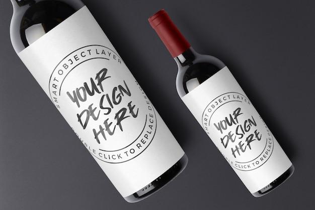 Bottiglia nera di vino rosso con mockup di etichetta vuota