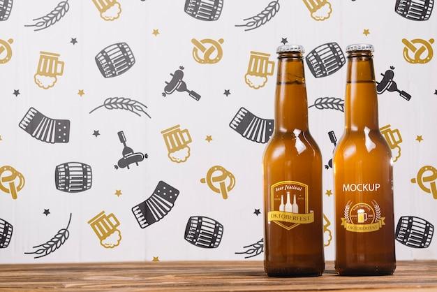 Bottiglie di birra di vista frontale con lo spazio della copia