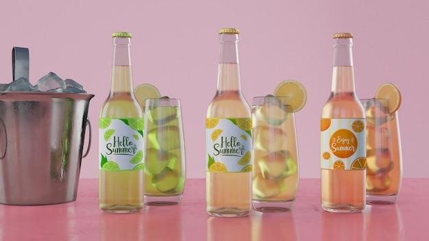 Bottiglie di soda colorate con sfondo rosa