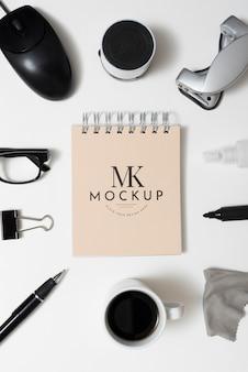 Boven weergave bureau concept met items