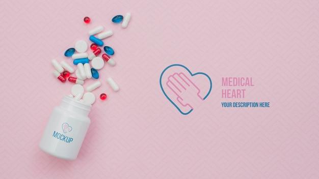 Boven weergave pillen met roze achtergrond