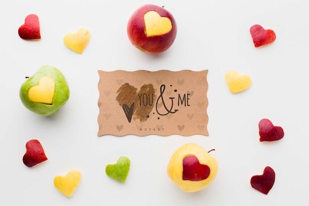 Bovenaanzicht appels met hart vormen