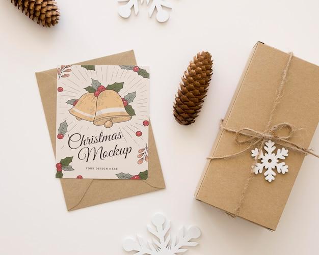 Bovenaanzicht arrangement van kerstavond elementen mock-up