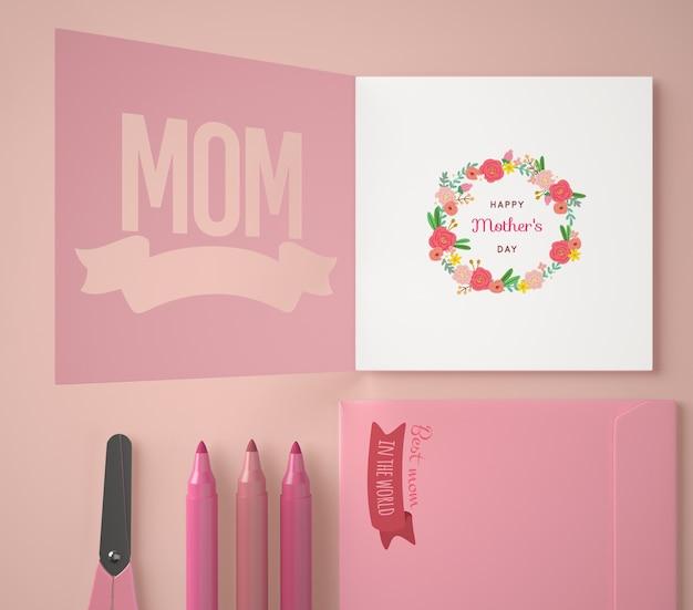 Bovenaanzicht assortiment voor moederdag met kaart