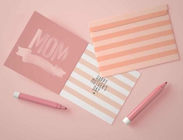 Bovenaanzicht assortiment voor moederdag met maker van kaartscènes