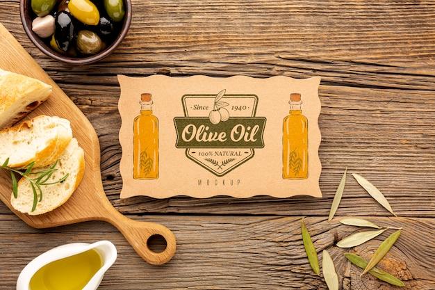 Bovenaanzicht biologische olijven met mock-up