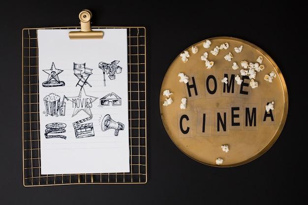Bovenaanzicht bioscoop arrangement op zwarte achtergrond