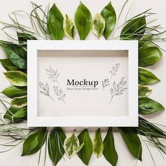 Bovenaanzicht bladeren arrangement met frame