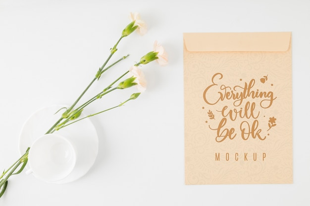 Bovenaanzicht bloemenmodel positief citaat