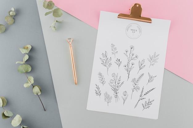 Bovenaanzicht bloemenschets met mock-up Gratis Psd