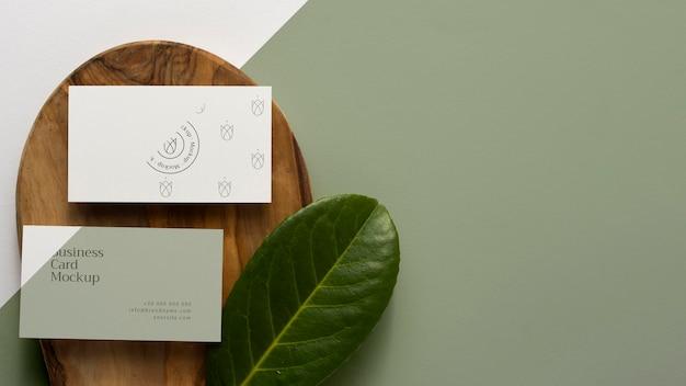 Bovenaanzicht briefpapier op hout met kopie ruimte