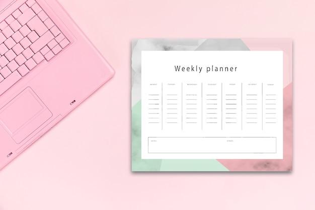 Bovenaanzicht bureau concept met mock-up planner