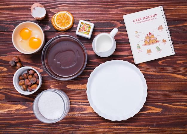 Bovenaanzicht cake ingrediënten arrangement
