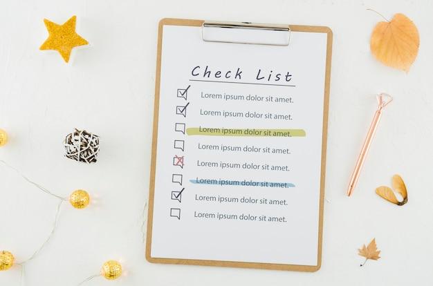 Bovenaanzicht checklist met mock-up Gratis Psd