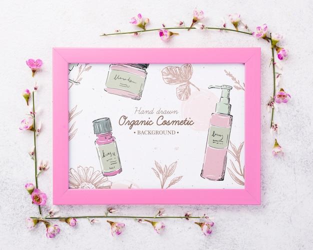 Bovenaanzicht cosmetica mockup met bloemen