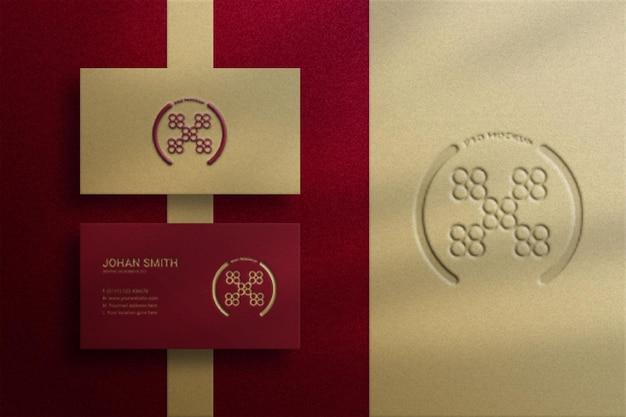 Bovenaanzicht elegant visitekaartjemodel met reliëfeffect en letterpress-logo