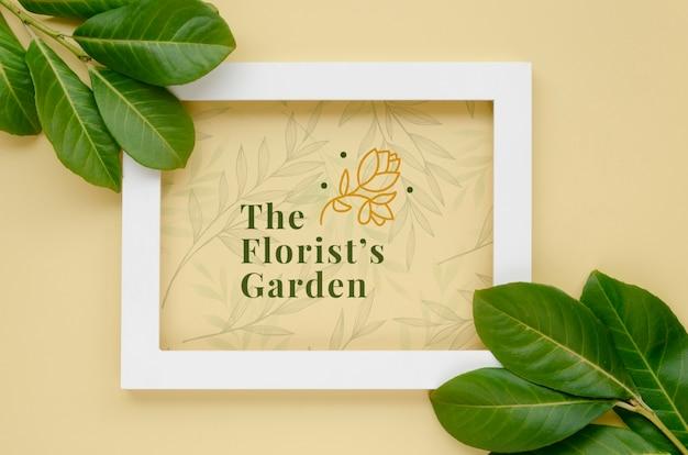Bovenaanzicht frame met botanische bladeren