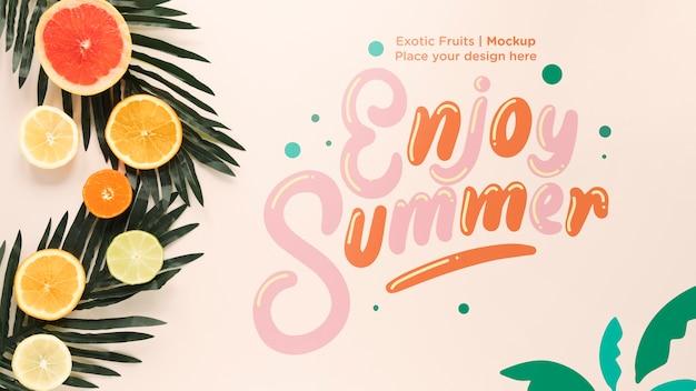 Bovenaanzicht genieten van de zomer met mock-up