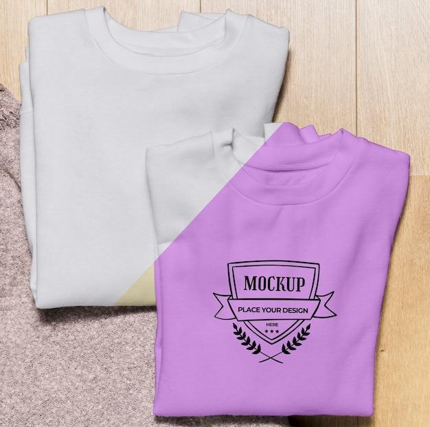 Bovenaanzicht gevouwen kleurrijke hoodies mock-up