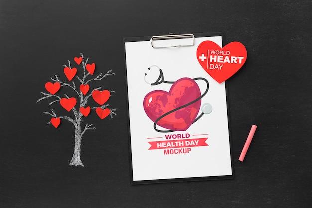 Bovenaanzicht gezondheidsdag mock-up boom met harten