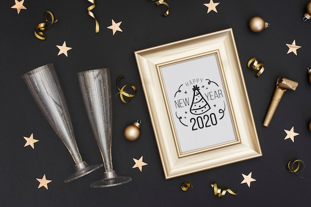 Bovenaanzicht gouden frame met glazen voor champagne