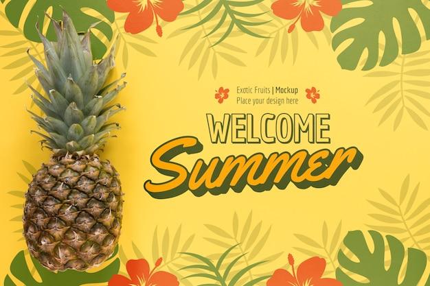Bovenaanzicht heerlijke ananas met mock-up