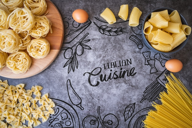 Bovenaanzicht heerlijke pasta en eieren