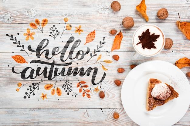 Bovenaanzicht herfst ontbijt concept met taart