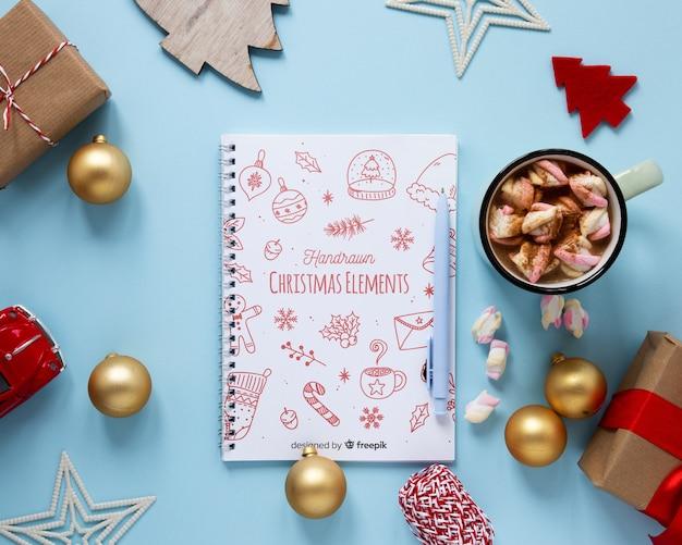 Bovenaanzicht kerst elementen met mock-up