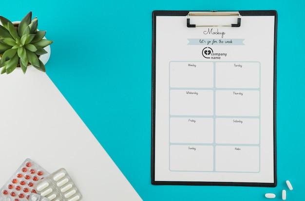 Bovenaanzicht klembord met schema planner