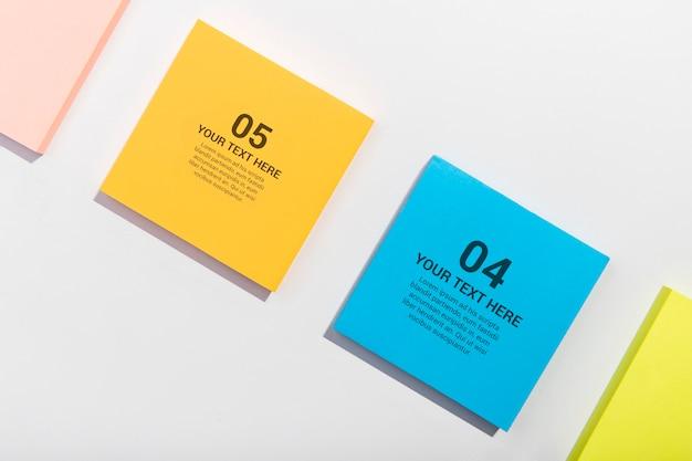 Bovenaanzicht kleurrijke kleverige nota's knolling desk concept