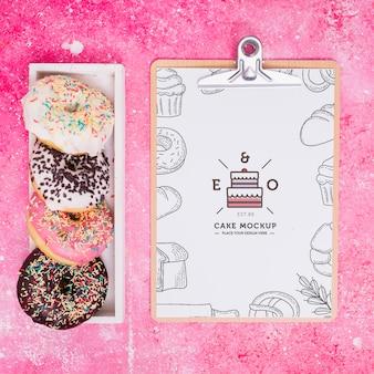 Bovenaanzicht lekker donuts arrangement