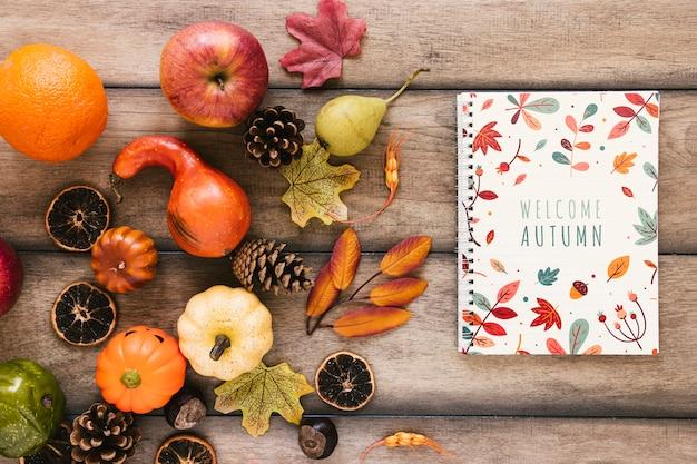 Bovenaanzicht met herfst natuurlijke decoratie