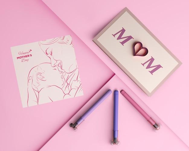 Bovenaanzicht moederdag kaart en markeringen met mock-up