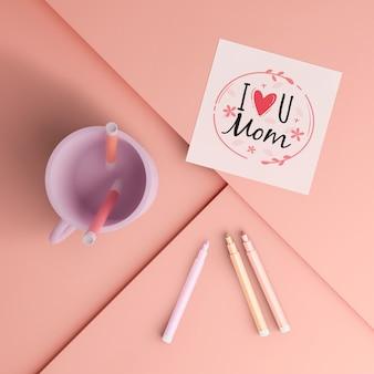 Bovenaanzicht moederdag kaart en mok met mock-up
