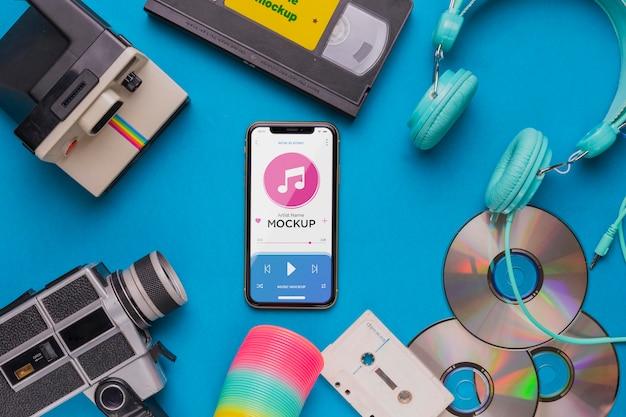 Bovenaanzicht muziek concept met smartphone