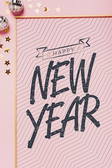 Bovenaanzicht nieuwjaar belettering met eenvoudig frame Gratis Psd