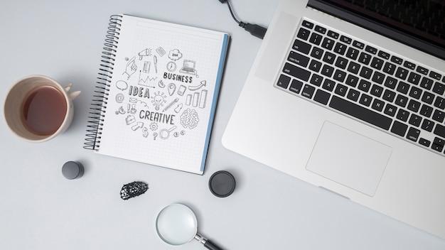 Bovenaanzicht notebook en een laptop