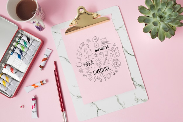 Bovenaanzicht notebook met potlood