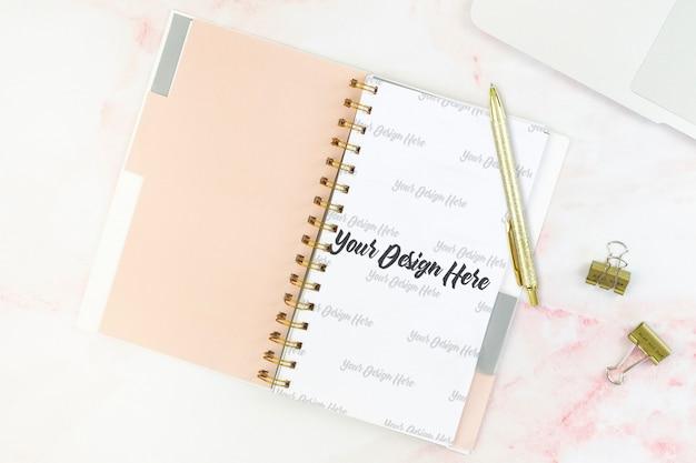 Bovenaanzicht notebook mockup