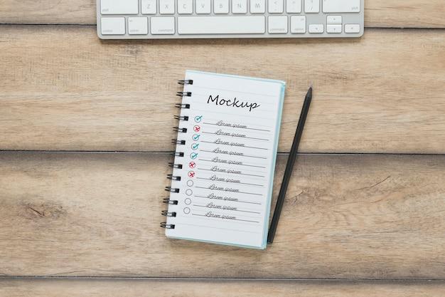 Bovenaanzicht notitieblok met mock-up concept