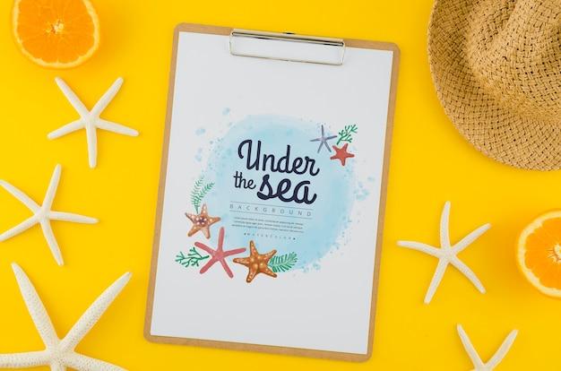 Bovenaanzicht onder de zee tekenen met mock-up