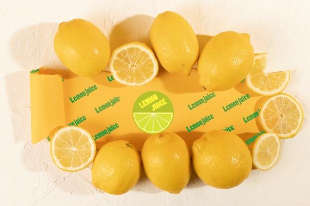 Bovenaanzicht organische citroenen op een tafel