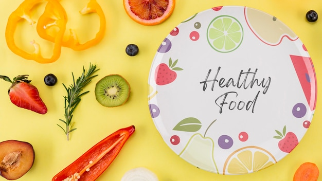 Bovenaanzicht plaat met fruit en groenten