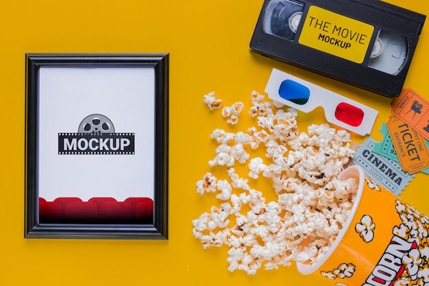Bovenaanzicht popcorn en oude tape